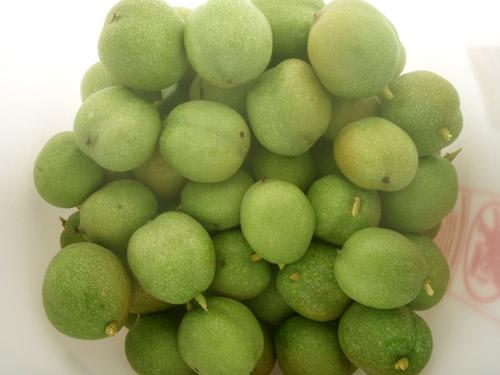 greenwalnuts.jpg